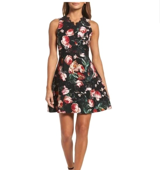 Chelsea28 Dresses & Skirts - Chelsea28 foxie floral and lace dress